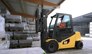 CAT says its 2EPC8000-2EP11000 electric forklifts are 20 percent more efficient than the previous models. (Photo: CAT)