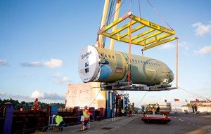 An A320 forward fuselage being lifted from a vessel at the port of Mobile. Notice the specially-built cradle on which the fuselage will rest until it is moved to the actual assembly line. These cradles are returned to origin afterwards and are re-used to carry subsequent fuselages.