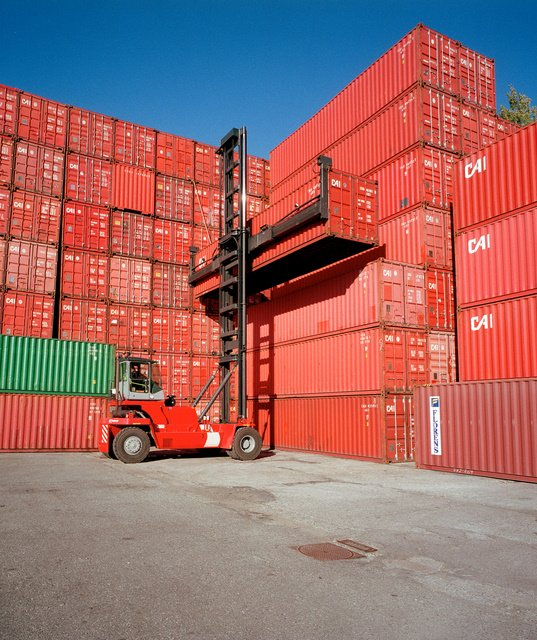 DP World has ordered counterbalance equipment from Cargotec, including two Kalmar DCE80 empty container handlers, for its new terminal operations at the Port of Callao in Peru.